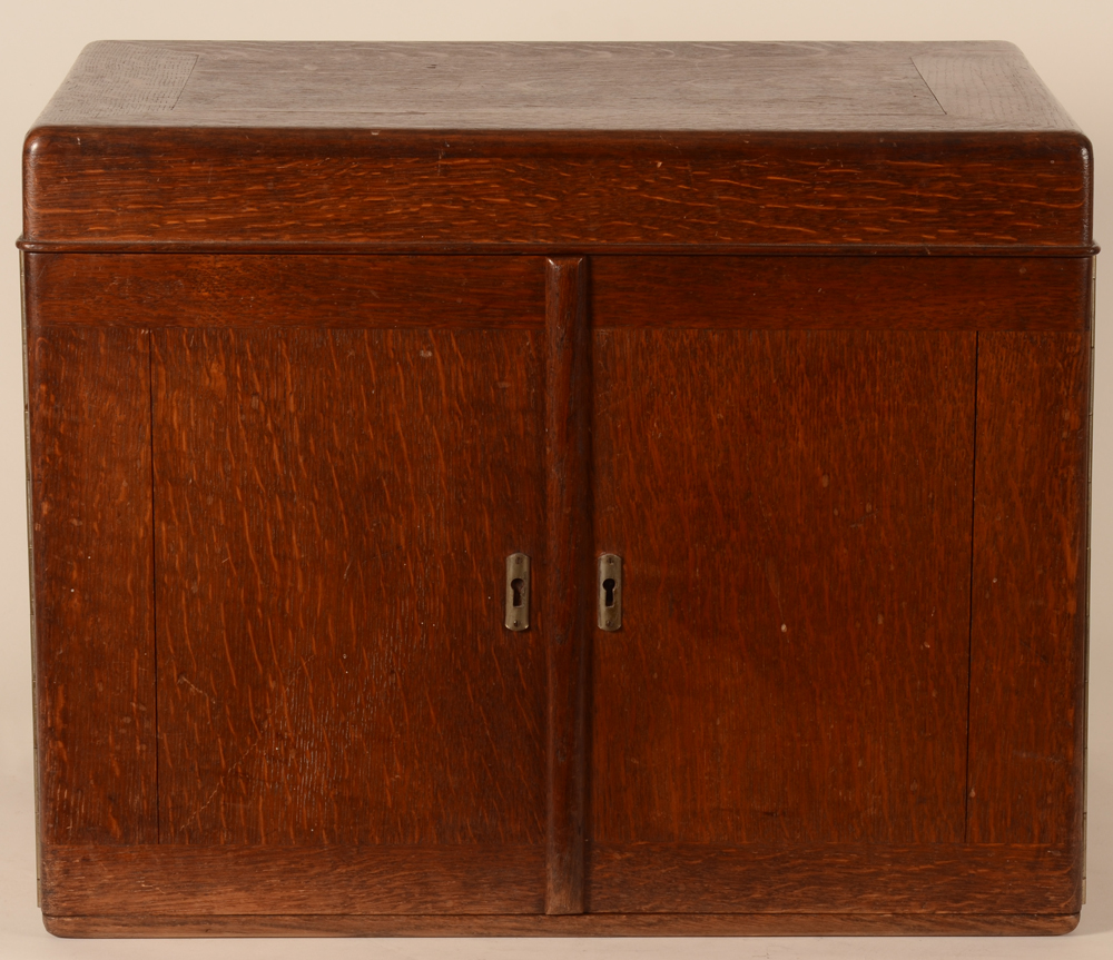 Wolfers Frères model 211 L XIV — The original chest in oak, closed