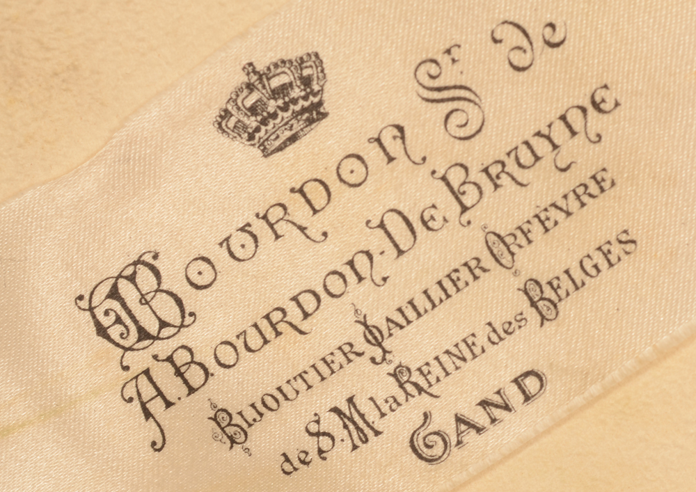 Wolfers Frères — Retailers label in the box