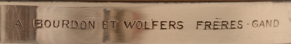 Wolfers Frères — Detail of the retailers mark of Bourdon on the bottom rim
