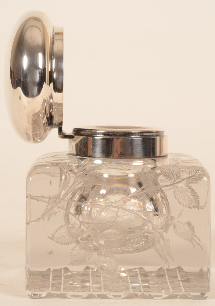 Wolfers Freres — the inkwell with the lid open, view from the side