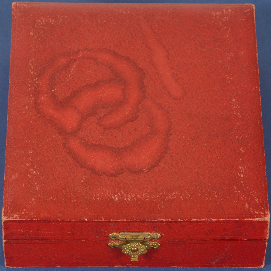 Wolfers Frères  — the box closed, slightly soiled