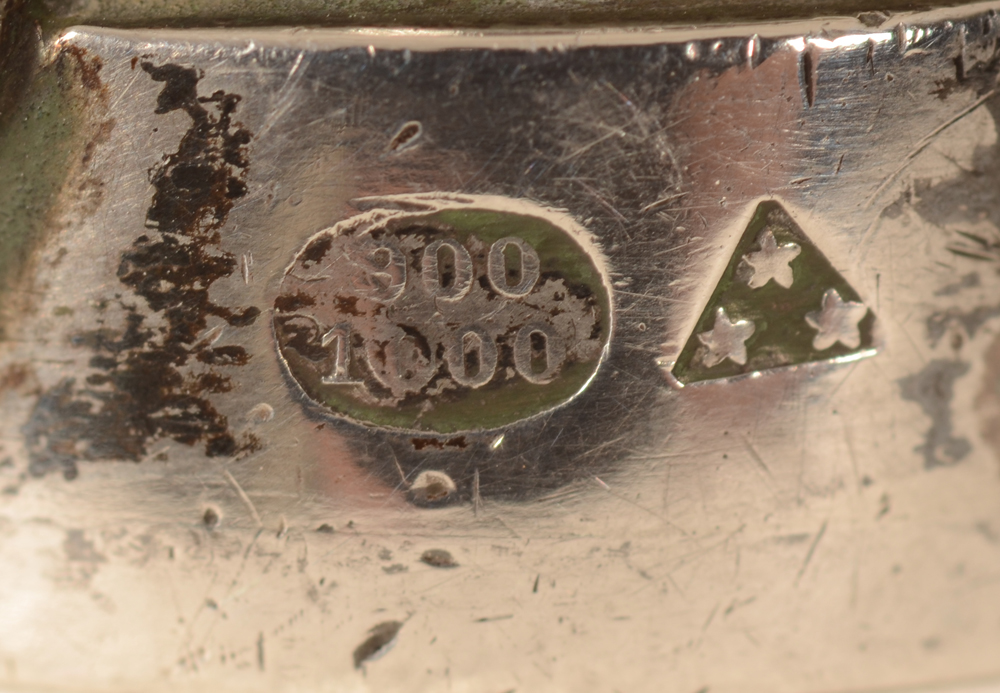 Wolfers Freres — Marks on the rim, with rare alloy mark for 900/1000 and makers mark