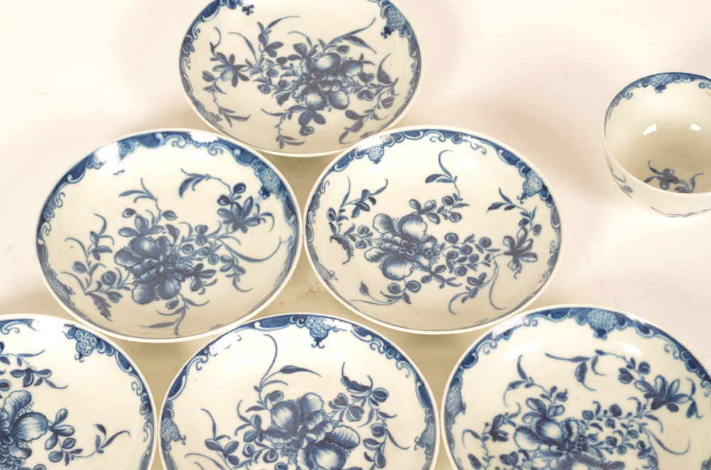 18th century Worcester porcelain saucers, set of 6 — in good condition, decorated in transfer printed mansfield pattern