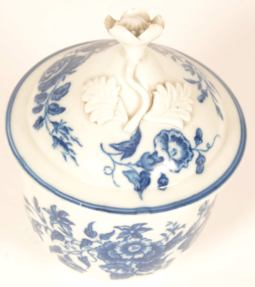 Worcester porcelain sugar bowl — 18th century transfer printed leafy sprays and flowers in underglaze blue