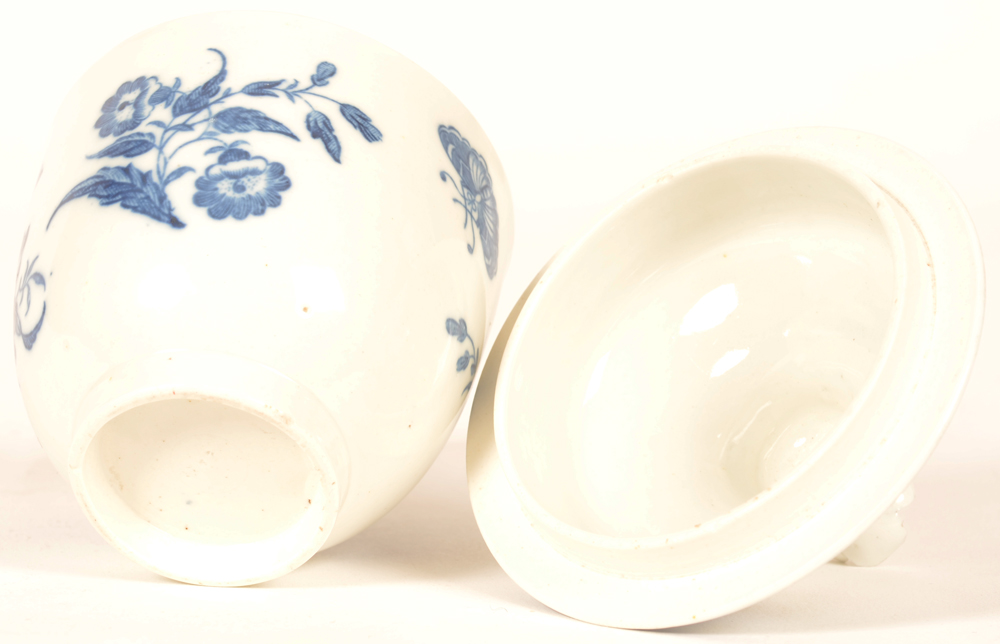 Worcester porcelain sugar bowl — Bottom with blueish white glaze
