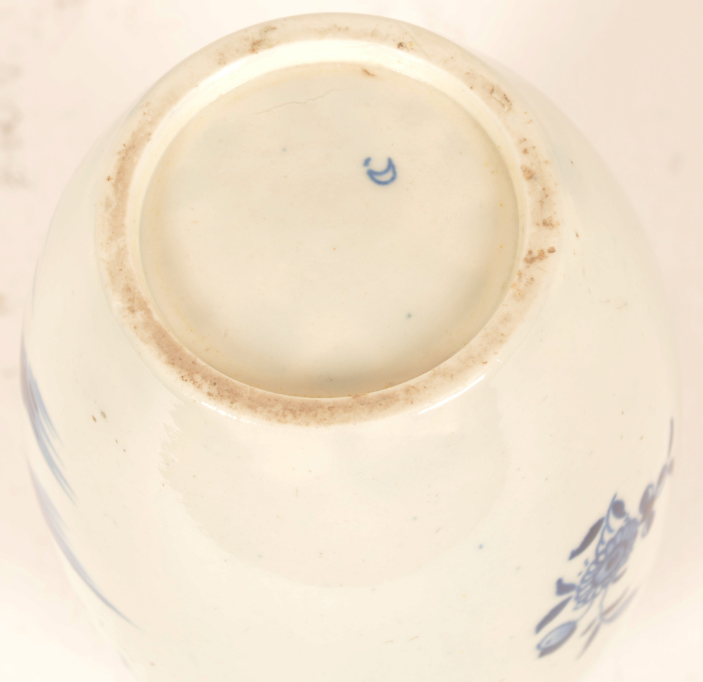 18th century Worcester tea canister — Mark on the bottom
