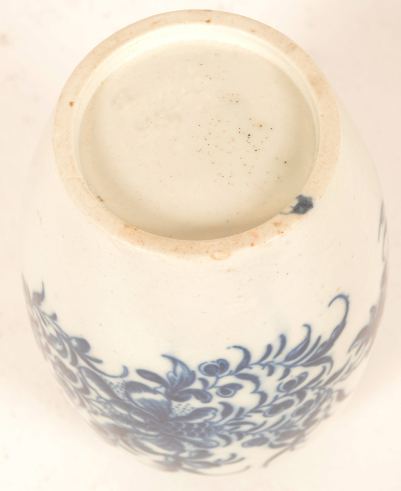 18th century Worcester porcealin tea canister — blue crescent mark on the rim of the bottom, 1st period