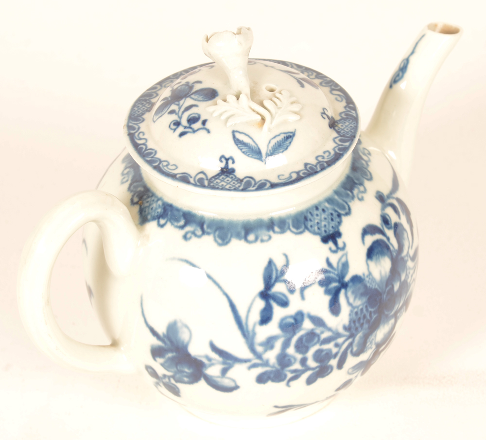 18th century Worcester teapot — decorated in underglaze blue transfer printed Mansfield pattern, good condition