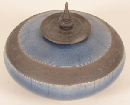 Mieke Selleslagh lidded pot