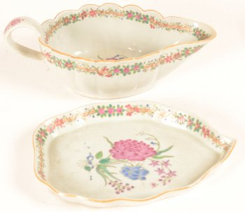 Sauce boat and its tray famllle rose