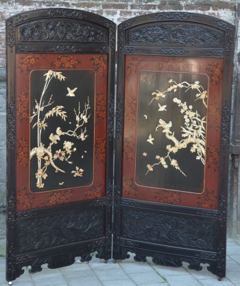 Japanese Screen in wood and lacquer