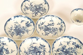 set of 6 18th century Worcester porcelain tea bowls and saucers