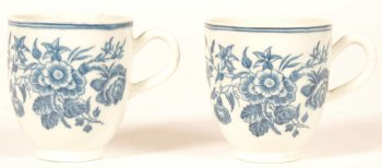 2 18th century Worcester porcelain cups